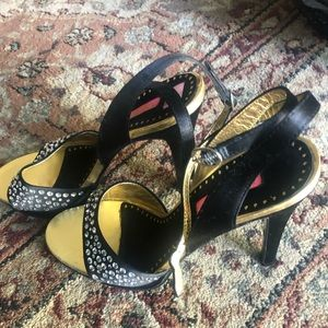 Betsey Johnson Vero Cuoio open toe strappy heels